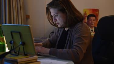 La journaliste de L'Obs Ursula Gauthier dans son appartement de Pékin, le 26 décembre 2015.