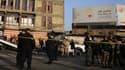 Des forces de sécurité encadrent la zone où a été commis un double attentat, le 15 janvier 2018 à Bagdad, en Irak.