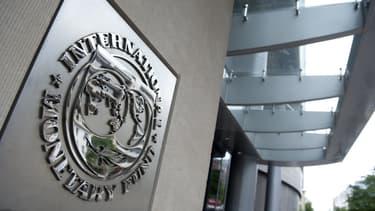 Le FMI abaisse ses prévisions de croissance.
