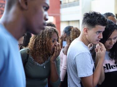 Des lycéens en train de découvrir leurs résultats du bac en juillet 2019.