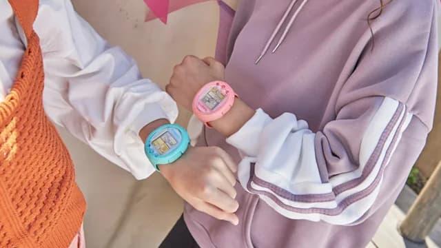 Les Tamagotchi reviennent sous forme de montre.