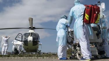 Evacuation de malades du coronavirus par hélicoptère (photo d'illustration)
