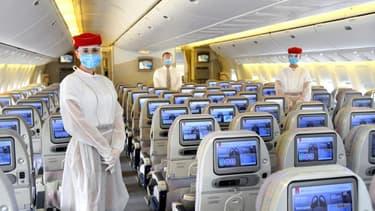 La compagnie Emirates équipe ses PNC de blouses jetables