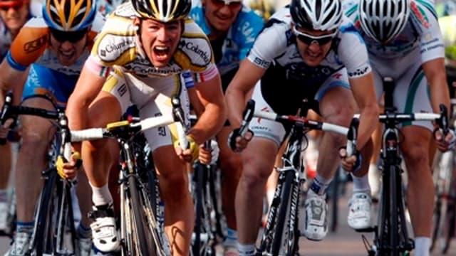 Mark Cavendish a réglé le peloton lors du sprint intermédiaire
