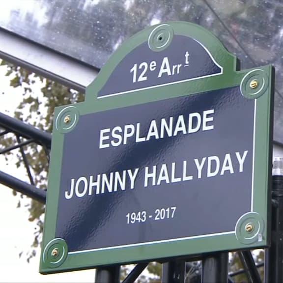 Hommage à Johnny Hallyday: la statue et la plaque dévoilées, les fans émus