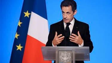 """Nicolas Sarkozy, qui a reçu 276 députés de l'UMP mercredi, a laissé entendre qu'il pourrait briguer un nouveau mandat en déclarant qu'après avoir mené à bien les grandes réformes, il entendait """"parler politique"""" à compter de la mi-2011. /Photo prise le 5"""