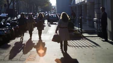 Des femmes dans la rue le 23 octobre 2012 à Paris (photo d'illustration).