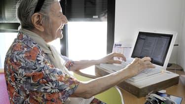 Selon le Credoc, les plus de 60 ans y sont plus présents et actifs su les réseaux sociaux que les catégories aisées.