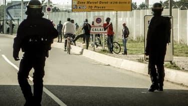 D'après le dernier décompte des autorités, entre 350 et 420 migrants (entre 400 et 800 selon les associations) se trouvent à Calais.