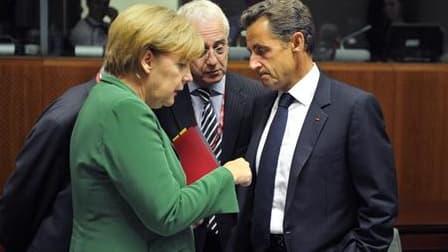 """Berlin a qualifié vendredi de """"malentendu"""" les déclarations de Nicolas Sarkozy selon lesquelles Angela Merkel lui aurait fait part de sa volonté de procéder à des démantèlements de camps de Roms en Allemagne. /Photo prise le 16 septembre 2010/REUTERS/Phil"""