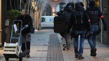 Un homme a tué trois personnes mardi soir à Strasbourg et fait plusieurs blessés.