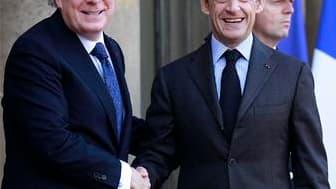 Nicolas Sarkozy et le Premier ministre du Québec Jean Charest à l'Elysée, à Paris. La France et le Québec ont poursuivi vendredi le rapprochement de leur marché du travail, à l'occasion de la XVIe rencontre alternée des Premiers ministres. Le gouvernement
