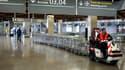 Les compagnies aériennes devraient réduire leurs vols de 50% mardi à l'aéroport d'Orly et de 30% aux aéroports de Roissy et de Beauvais. /Photo d'archives/REUTERS