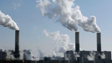 """François Hollande a affirmé lundi que l'instauration """"d'un prix du carbone"""" serait l'un des critères pour juger de la réussite de la conférence de l'Onu sur le climat, organisée fin 2015 à Paris."""