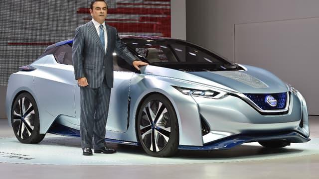 Carlos Ghosn, le PDG de l'Alliance Renault-Nissan devant la Nissan IDS, un concept de véhicule autonome présenté en 2015. (image d'illustration)