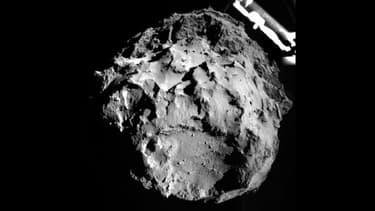 """La comète """"Tchouri"""" vue depuis la sonde Philae, lors de son approche, ce mercredi 12 novembre 2014."""
