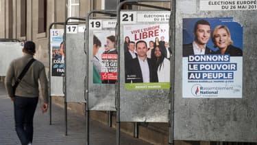 Des affiches de campagne pour les Européennes à Paris.
