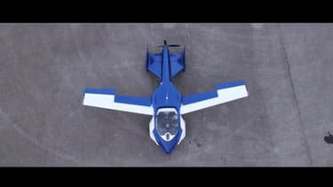 Avec ses ailes, l'Aeromobil 3.0 peut parcourir 700 Km dans les airs ou 875 km sur le sol
