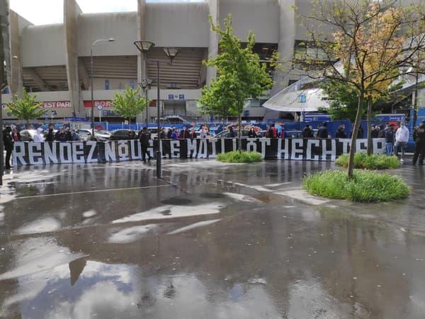 Les supporters du CUP devant le Parc des Princes