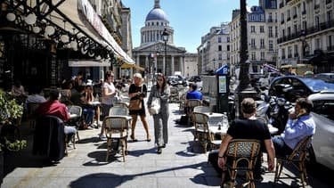 Des terrasses rouvertes pour la première fois après le premier confinement au printemps 2020, près du Panthéon à Paris.