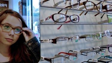 """Deux syndicats d'opticiens  ont quitté la concertation sur le reste à charge zéro, dénonçant une tentative de """"réaliser des économies sur la santé visuelle des Français""""."""