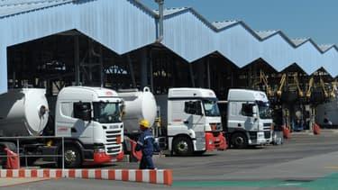 La grève des conducteurs de camions-citernes se poursuit.