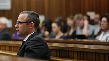 Oscar Pistorius lors de son procès à Pretoria, en Afrique du Sud, le 13 mai.