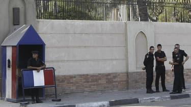 L'ambassade de France au Caire. La cellule proche d'Al Qaïda démantelée en fin de semaine dernière en Egypte préparait des attentats suicide contre les ambassades de France et des Etats-Unis au Caire, selon l'agence de presse égyptienne Mena, citant des s