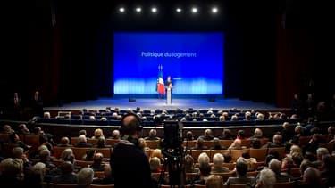 Nicolas Sarkozy a annoncé jeudi, lors d'un déplacement à Longjumeau (dans l'Essonne), son intention d'ouvrir le chantier de la réforme de la fiscalité de l'immobilier, au risque de mécontenter une nouvelle fois les collectivités locales, dont elle constit