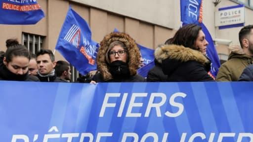 Membres du syndicat de police Alliance manifestant à Champigny-sur-Marne (Val-de-Marne), deux jours après l'agression d'une gardienne de la paix et d'un capitaine lors du Nouvel an