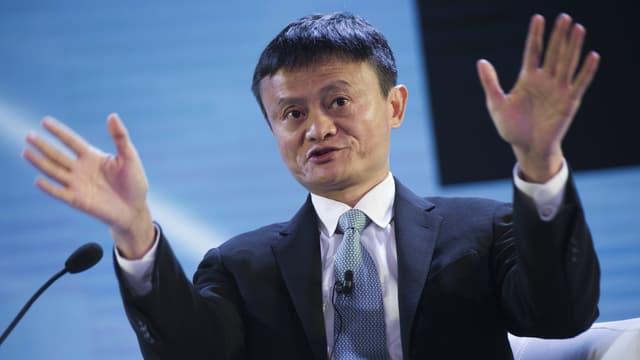 """Le PDG du groupe Alibaba a invité son homologue de Facebook à """"réparer sa plateforme"""", lors d'un forum international en Chine."""