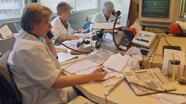 La fronde s'amplifie au CHRU de Tours contre un nouveau logiciel de dictée numérique et de reconnaissance vocale, dont l'adoption entraînerait la suppression de 150 postes de secrétaires médicales d'ici 2018, selon l'intersyndicale.