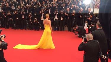 Charlize Theron sur le tapis rouge à Cannes.