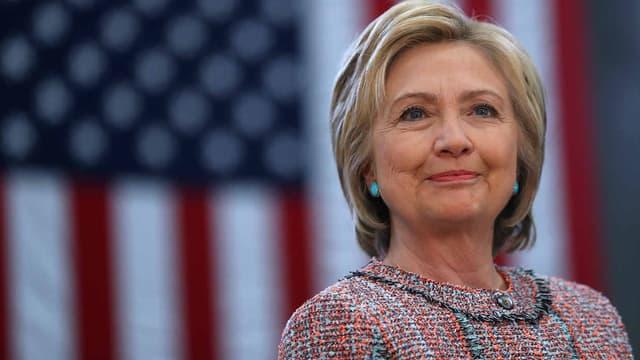 Hillary Clinton ne pense pas que le scandale politique de ses courriels envoyés à partir d'un serveur privé lui fera du tort.