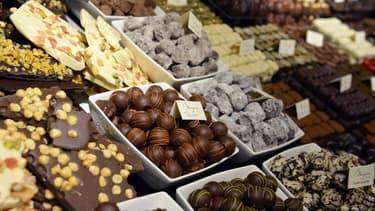 Au Japon, une tradition impose aux femmes d'offrir des chocolats à leurs collègues.