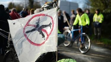 Des opposants au projet d'aéroport, rassemblés à Notre-Dame-des-Landes près de Nantes, s'apprêtent à partir pour Paris, le 21 novembre 2015.