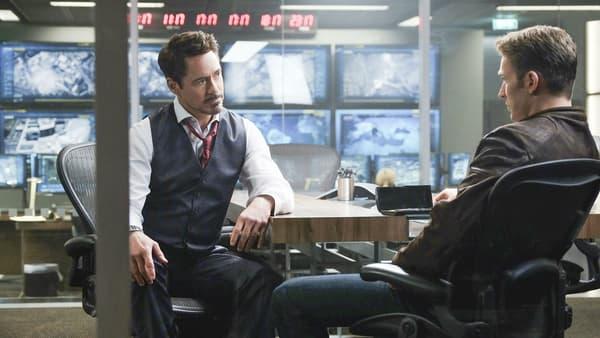"""Robert Downey Jr. face à Chris Evans dans """"Captain America: Civil War"""""""