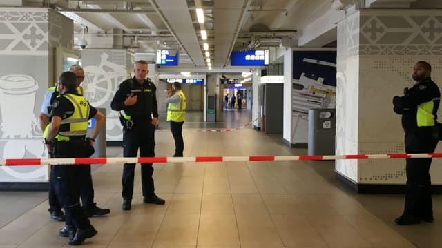 Une partie de la gare centrale d'Amsterdam évacuée après une attaque au couteau, le 31 août 2018