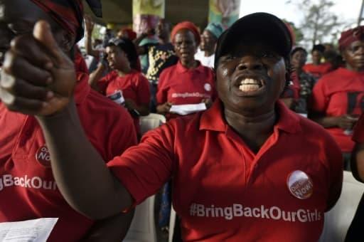 Une femme réclame la libération des filles de Chibok encore aux mains des islamistes de Boko Haram, le 13 avril 2018 à Lagos.