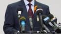 Alassane Ouattara, reconnu par la communauté internationale comme le président élu de la Côte d'Ivoire, a dit mercredi préférer une solution pacifique pour sortir son pays de la crise. /Photo prise le 24 décembre 2010/REUTERS