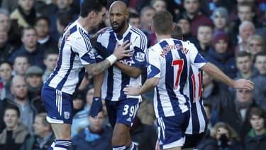 """Nicolas Anelka célèbre un but par une """"quenelle"""", le 28 décembre dernier sur le terrain de West Ham, en Angleterre."""