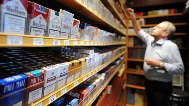 Les buralistes estiment que la politique anti-tabac du gouvernement menace leur activité.
