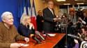 Le président du Front national, Jean-Marie Le Pen, ici aux côtés des deux candidats à sa succession, sa fille Marine et Bruno Gollnisch, estime que le candidat de son parti sera au second tour voire élu lors de l'élection présidentielle de 2012. /Photo pr