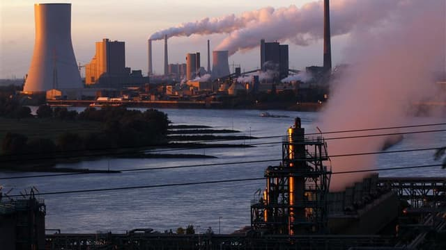 Les émissions de gaz à effet de serre baissent moins rapidement en période de récession qu'elles n'augmentent quand les économies progressent. /Photo prise le 2 octobre 2012/REUTERS/Ina Fassbender