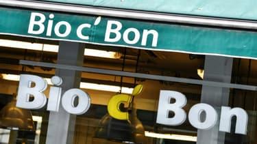 """Biocoop va proposer de reprendre """"100% des salariés, dans les magasins, à la logistique ou au siège"""" de Bio C'Bon, dans une offre de reprise améliorée qui sera étudiée vendredi par le tribunal de commerce de Paris"""