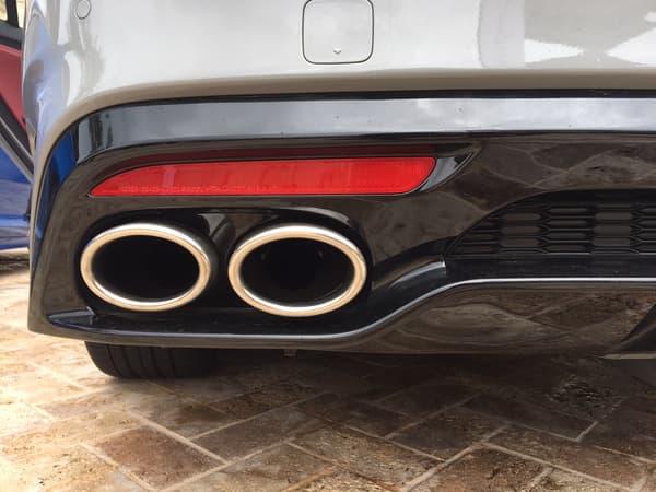 La Kia Stinger et son V6 3.3 de 370 chevaux s'offrent une double sortie d'échappement
