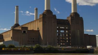 """L'usine de Battersea apparaît dans le film """"Help!"""" des Beatles et en couverture du disque """"Animals"""" de Pink Floyd."""