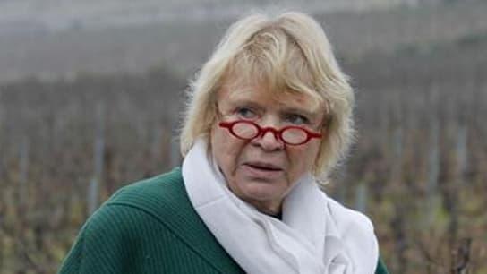 """Eva Joly, la candidate d'Europe Ecologie-Les Verts (EELV) à la présidentielle en France, créditée de seulement 5% des voix dans les sondages, entend """"tracer sa route"""" en laissant derrière elle les incidents qui ont émaillé le début de sa campagne. """"Je n'a"""