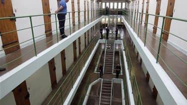 Le plan d'extension et de rénovation annoncé en 2009 pour les prisons françaises, souvent vétustes et surpeuplées, va être modifié avec notamment la conservation de 15 établissements condamnés à la fermeture. /Photo d'archives/REUTERS/Régis Duvignau
