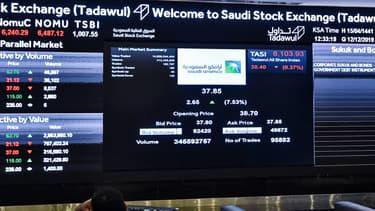 Les Bourses du Golfe ont plongé à leur ouverture lundi après l'effondrement des cours du pétrole en pleine guerre des prix sur les marchés mondiaux.